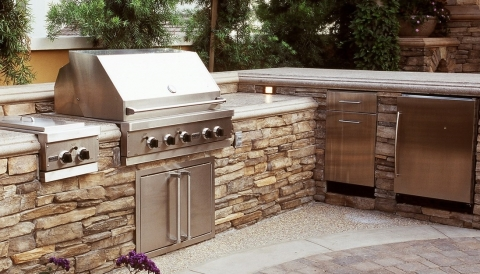 How to Properly Equip an Outdoor Kitchen Picture